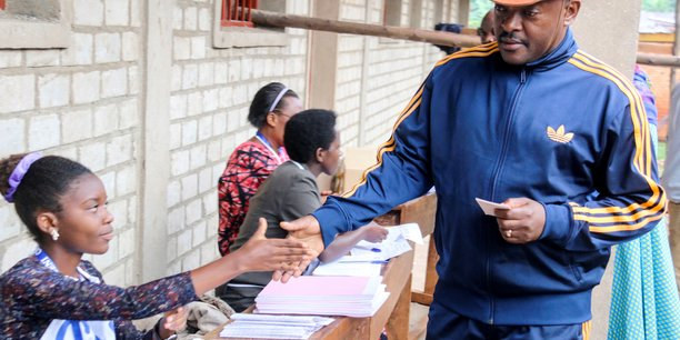 Vote au burundi ou le president pourrait se maintenir jusqu'en 2034[reuters.com]