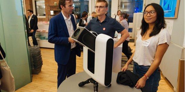 Le fondateur de Vaonis, Cyril Dupuy (au centre), lors du prélancement de Stellina au MoMA de New York