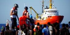 Lundi, le gouvernement espagnol a annoncé qu'il prendrait en charge le navire qui va être autorisé à gagner le port de Valence. L'Aquarius devrait mettre environ trois jours pour rejoindre cette ville portuaire de l'est de l'Espagne.