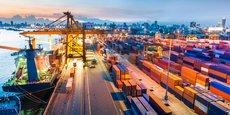 Depuis l'avènement de la révolution industrielle, le lien entre beaucoup de villes et leurs ports, bien plus ouverts à la circulation des marchandises que des personnes, s'est brisé.