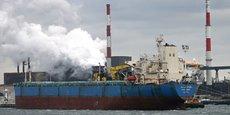 En France, l'exemple le plus abouti d'une telle approche est Dunkerque, « ville industrielle et portuaire qui entend le rester », et « ancienne rentière du pétrole ».