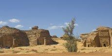 Al-Hijr (Madain Salih, ou Al-Hijr ou Hegra), dans la région de Al-Ula, est le premier site archéologique d'Arabie saoudite inscrit au patrimoine mondial de l'Unesco. Avec ses 111 tombes monumentales (cette photo ne montre qu'une petite partie du site) et ses puits, cet ensemble constitue le site le plus important conservé de la civilisation des Nabatéens (1er s. avant J.-C.) au sud de Pétra (Jordanie).