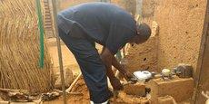 Un foyer qui n'avait pas accès à l'eau courante reçoit le CTMeter (Niamey, mai 2018)