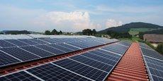 La généralisation du photovoltaïque sur les toits des équipements publics se heurte à des contraintes techniques.