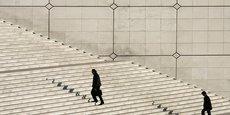Dans les générations qui ont aujourd'hui entre 30 et 45 ans, l'accès à un niveau de vie élevé comme le risque d'être en situation de pauvreté varient fortement selon l'origine sociale. Cet effet s'avère beaucoup plus déterminant que l'origine migratoire, le sexe ou l'âge de l'individu, conclut l'étude.