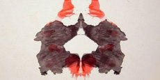 Pour ce test de Rorschach, l'IA Norman a distingué un homme se jetant par la fenêtre à la place d'un couple se faisant face.
