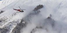 Le boîtier Tetral.ir souffle de l'air chaud à 40°C sur la victime ensevelie sous la neige.