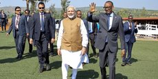 Le Premier ministre indien, Narendra Modi, et le président rwandais, Paul Kagamé, à leur arrivée le 24 juillet 2018 dans un village à Rweru, dans le district de Bugesera au Rwanda.