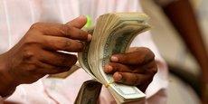 En Mauritanie, l'article 24 de la loi 2005-048 du 27 juillet 2005, relative à la lutte contre le blanchiment d'argent et le financement du terrorisme, stipule que les personnes morales et physiques doivent obtenir une autorisation préalable de la Banque Centrale de Mauritanie pour exercer des activités de transferts de fonds ou de valeurs.