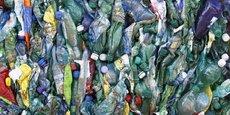 Alors que le gouvernement souhaitait mettre en place initialement une consigne pour les bouteilles plastique, il laisse finalement aux collectivités jusqu'en 2023 pour tenter de montrer qu'elles peuvent améliorer la collecte des bouteilles, sans passer par la consigne.