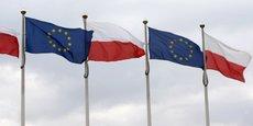 LA COMMISSION EUROPÉENNE ACCENTUE LA PRESSION SUR LA POLOGNE