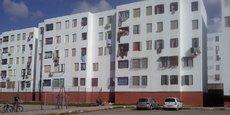 En Algérie, les personnes résidant depuis au moins cinq ans dans la commune de leur résidence habituelle et dont le revenu mensuel du ménage n'excède pas 24 000 dinars peuvent bénéficier d'un logement public locatif.
