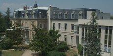 La clinique La Parisière est implantée à Bourg-de-Péage, dans la Drôme.