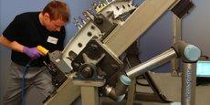 AeroSpline et l'équipementier aéronautique Figeac Aéro ont dévoilé en 2017 au Salon du Bourget un cobot baptisé Bucky, premier système cobotique au monde appliqué au rivetage à frapper