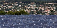 Vue du parc solaire des Sauvaires à Gardanne où la centrale voltaïque est gérée par Urbasolar.