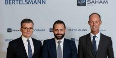 De gauche à droite, Thomas Mackenbrock, CEO de Arvato CRM Solutions, et futur CEO de la joint-venture, Moulay Mhamed Elalamy, porte-parole du Groupe Saham et Thomas Rabe, Président du Groupe Bertelsmann.