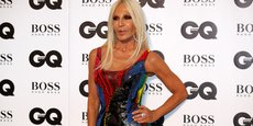 Donatella Versace, dirigeante de la maison de haute couture Versace, lors de la cérémonie des Hommes de l'année du magazine GQ (GQ Men of the Year Awards) à la galerie Tate Modern à Londres, le 5 septembre 2018.