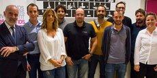 De gauche à droite : L. Gauze (président de PMI), A. Laurent (DG de WeSprint) et huit des 12 startuppers sélectionnés par l'accélérateur