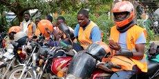 Chauffeurs de taxi motos connus sous le nom de boda-boda, du réseau SafeBoda, en Ouganda, le 5 octobre 2018.