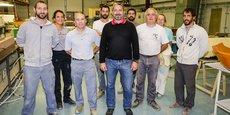 Philippe Moine, en noir, et les salariés de Natec, dans les locaux de la TPE au Pian-Médoc.