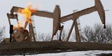 L'Opep fait face à l'augmentation continue de la production pétrolière des Etats-Unis, en passe de devenir numéro un mondial, devant l'Arabie saoudite, avec son record à 11,6 millions de barils par jour, qui pourraient atteindre 12 millions de bpj l'an prochain. (Photo : dans le Dakota du Nord, près de la ville de Williston, le gisement de Bakken a été le site d'une véritable ruée vers l'or à partir de 2008 avec l'invention de la technique de la fracturation hydraulique ou fracking.)