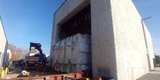 Le transformateur de 87 tonnes a été glissé, ce 15 novembre, à son emplacement définitif à l'intérieur du poste source.