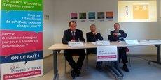 Christophe Duprat, maire de Saint-Aubin-du-Médoc et trésorier de l'AMG, Gérard César, maire de Rauzan et président de l'AMG, et Pierre Ducout, maire de Cestas et 1er vice-président de l'AMG.
