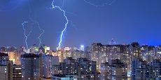 « On n'alimente pas les villes en se branchant sur la foudre », écrit Franck Bruel.