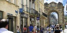 L'écart moyen des prix immobiliers est de 39 % entre le centre de Bordeaux (ici la rue Porte Dijeaux) et sa couronne.