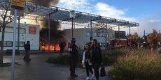 Avec l'aide des forces de l'ordre, les pompiers ont pu intervenir pour éteindre l'incendie à Blagnac.