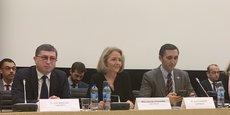 Jean-Michel Mis (à gauche), député LREM de la Loire, est co-rapporteur, avec Laure de la Raudière, députée UDI-Agir d'Eure-et-Loir (au centre), de la mission d'information parlementaire sur les chaînes de blocs, présidée par Julien Aubert, député LR du Vaucluse (à droite), lors de la présentation aux parlementaires ce mercredi de ses conclusions.