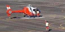 Un des 36 hélicoptères rouge et blanc d'HeliDax sur le tarmac de l'EALAT.
