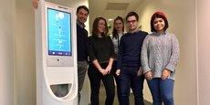 Le médecin Nicolas Homehr (à gauche) espère vendre une dizaine de robots Charly en 2019.