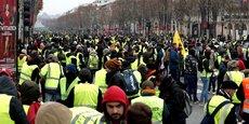 Encadrés par un dispositif sécuritaire d'ampleur, quelques milliers de manifestants ont été recensés à Paris en fin de matinée.
