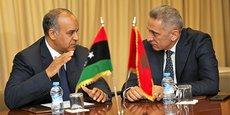 Moulay Hafid Elalamy (à droite) et son homologue libyen de l'économie et de l'industrie, Ali Al-Issaoui.