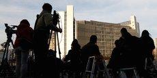 Les journalistes campent devant le centre de détention de Tokyo d'où pourrait sortir dans la journée Greg Kelly.