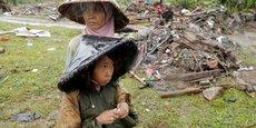 Selon un dernier bilan publié par les autorités indonésiennes, le tsunami qui a frappé l'Indonésie le week-end dernier a fait 426 morts, 40.000 personnes déplacées et 7.202 blessés.