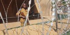 Le Burkina est confronté depuis 2015 à une amplification des menaces sécuritaires, particulièrement dans les zones frontalières du Mali et du Niger qui viennent d'être placées sous état d'urgence.