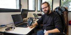 Vincent Van Steenbergen, le cofondateur de Thinkdeep.ai dans les locaux de l'Ecole nationale supérieure de Cognitique, à Talence.