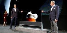 LG a dévoilé lundi le premier modèle de télévision enroulable à la veille de l'ouverture officielle du CES (Las Vegas, Etats-Unis).