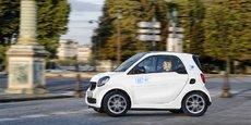 Car2Go compte utiliser les 1.000 bornes mises à disposition par la ville de Paris, sur les vestiges de l'ancien réseau Autolib, pour recharger la flotte de Smart EQ. Le nouvel opérateur doit également encourager ses clients à rapporter les véhicules sur des points de recharge en créditant 3 euros sur leur compte.