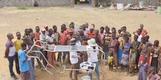 Une installation en forme de vache pour recharger les portables, proposée par Solar Cow aux ruraux des pays pauvres... qui scolarisent leurs enfants.