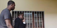 Maurice Kamto (second plan), après une conférence de presse tenue le 8 octobre 2018 au siège de son parti, le MRC, dans la capitale du Cameroun, Yaoundé.