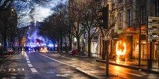 Rue Sainte-Catherine, cours Alsace-Lorraine, place Pey Berland ou, ici, cours Victor Hugo, le centre-ville de Bordeaux est touché par les manifestations puis par les violences chaque samedi depuis le 17 novembre 2018.