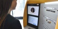 Caixa Bank a travaillé avec Fujitsu et la startup espagnole FacePhi pour élaborer son dispositif de reconnaissance faciale intégré au distributeur automatique de billets.