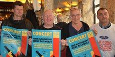 Présentation au Café des Arts à Bordeaux du concert du 2 mars par les musiciens de The Hyènes (sur la gauche), Philippe Poutou et Gilles Lambersend.