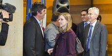 Jean-Michel Caille (CFE-CGC) face à Agnès Pannier-Runacher, secrétaire d'Etat auprès du ministre de l'Economie et des Finances, devant le préfet de la Gironde, Didier Lallement, au côté du député Benoit Simian.