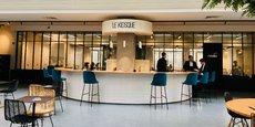 A l'Espace Lille Rihour du Crédit du Nord, un comptoir façon bar a remplacé les traditionnels guichets : la nouvelle agence centrale de la filiale de Société Générale se veut un lieu d'échange, de rencontre et de partage.