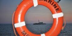 Chasseurs de mines de l'OTAN, dont le navire belge le Bellis, à l'œuvre au large des côtes normandes