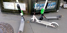 La maire de Paris propose aux opérateurs que toutes les trottinettes électriques voient leur vitesse bridée à 20 km/h dans tout Paris et à 8 km/h dans les aires piétonnes et les zones de rencontre, où la circulation des voitures n'est pas interdite mais où, dans les faits, les piétons peuvent circuler sur la chaussée.